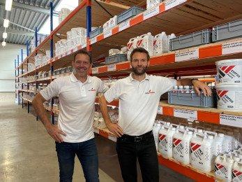 Easy-Composites-EU-Jeroen-and-Matt-Inside-Warehouse